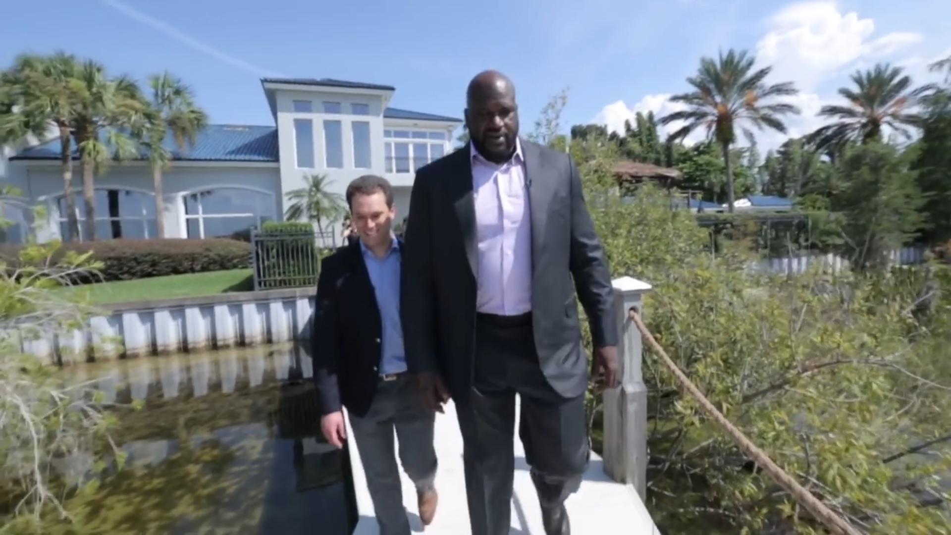Check out shaq 39 s 70 000 square foot mansion for Shaquille o neal s home