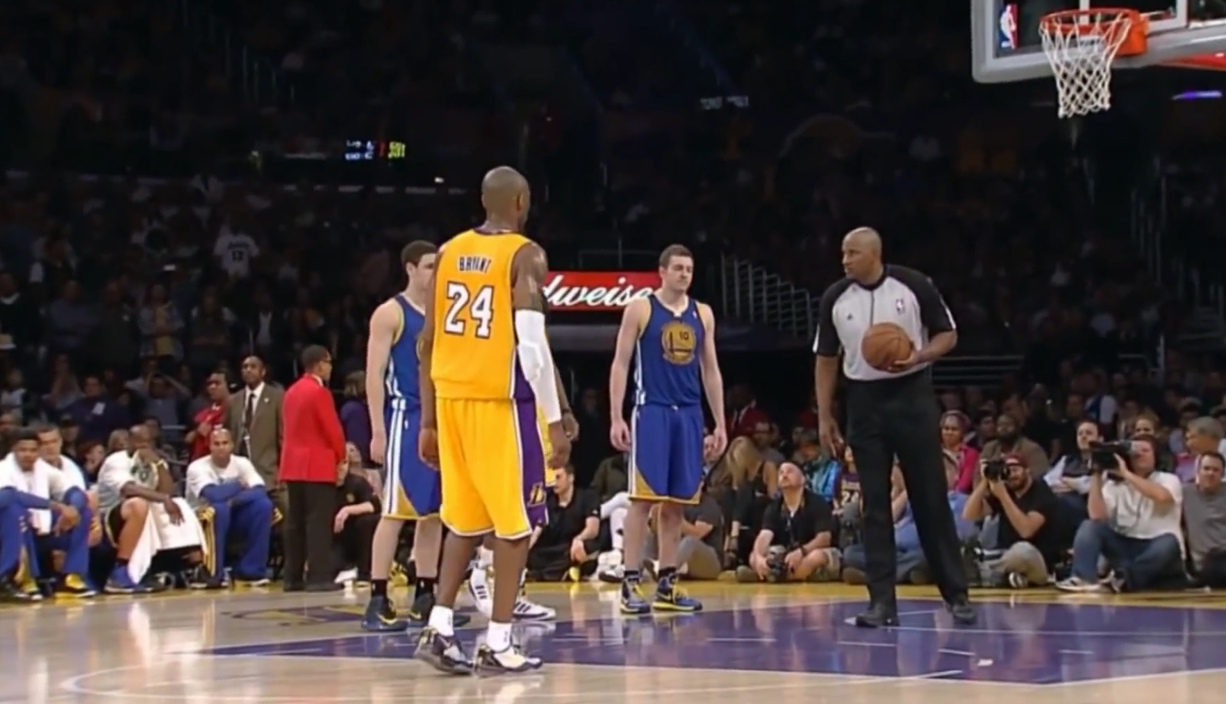 Kobe Bryant Makes Two Free Throws With Torn Achilles Tendon