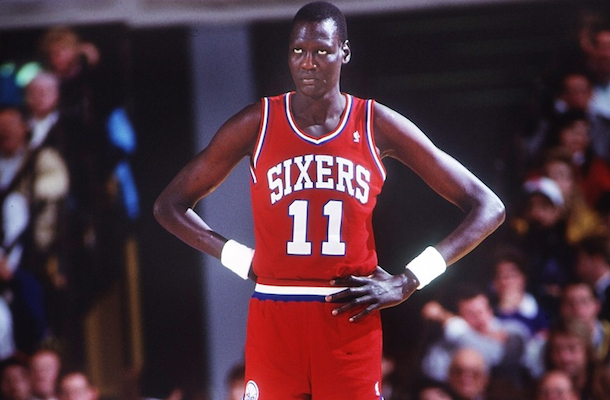 7'7 Manute Bol Switched Bodies With Future Steph Curry For One ...