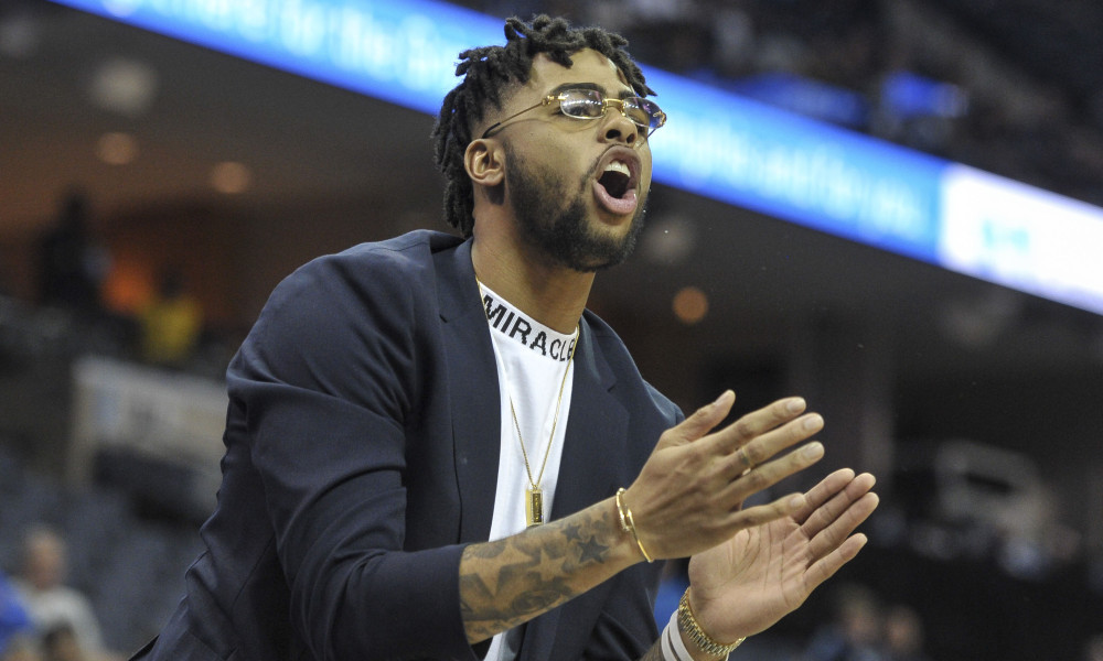 D'Angelo Russell Was T'd Up For Clapping On The Bench - OpenCourt-Basketball